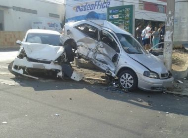 Conquista: Cinco ficam feridos em colisão; jovem segue em estado gravíssimo