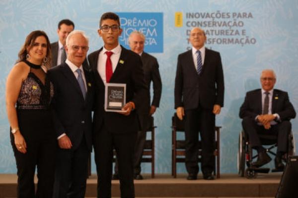 Jovem Cientista: entre os melhores do Brasil, estudante de Caculé é premiado em Brasília