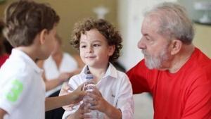 Laudo descarta meningite como causa da morte de neto de Lula aos sete anos de idade