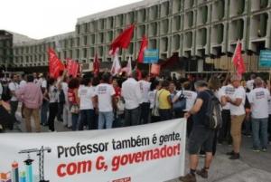Greve das Universidades Baianas: docentes e estudantes acampam em frente à SEC por tempo indeterminado