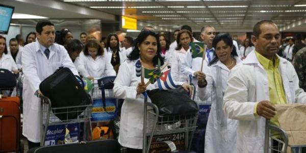 Governo Bolsonaro quer reintegrar cubanos no Mais Médicos