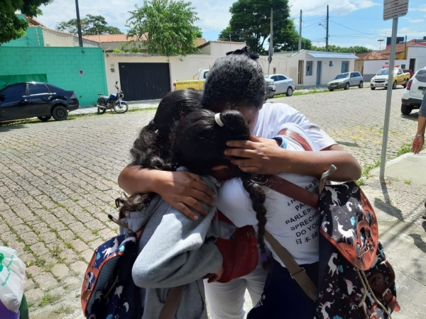 Massacre em escola deixa 10 mortos
