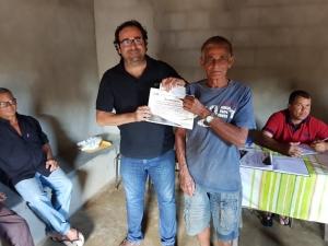 """Condeúba: Morador do Jacaré ganha prêmio por serviços voluntários; """"vou usar recursos para comprar novas ferramentas"""""""